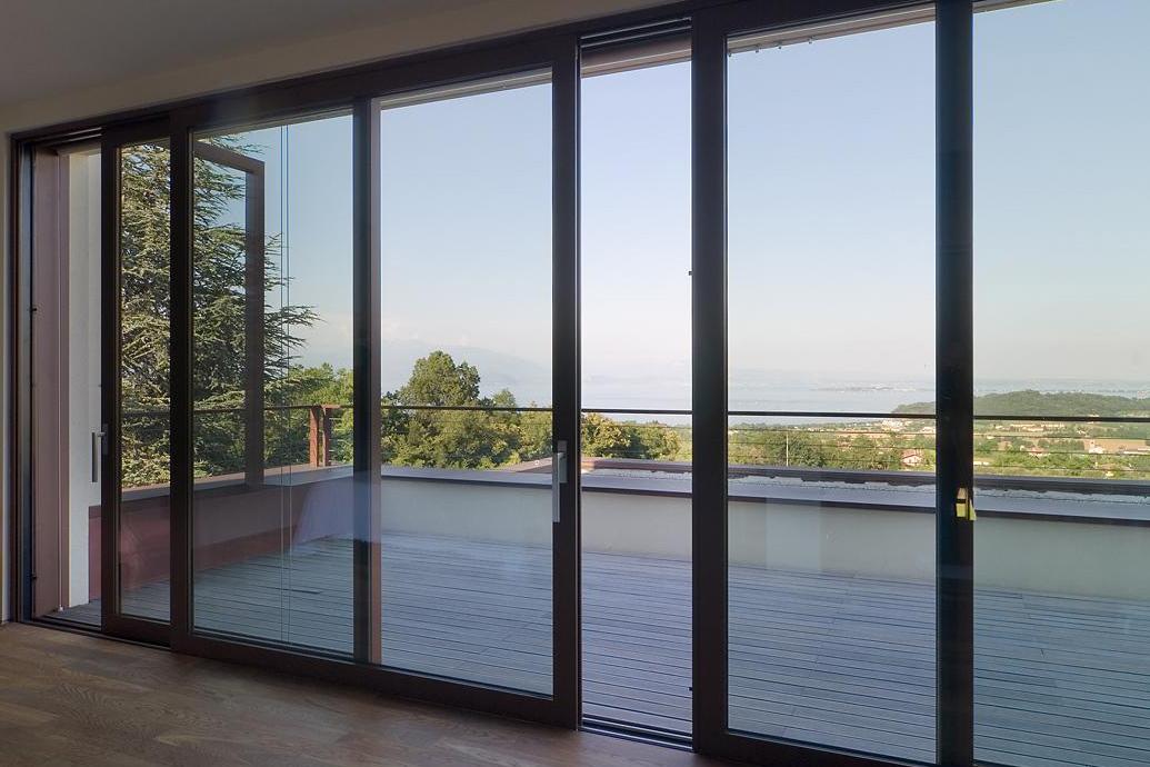 Finestre in alluminio alzanti e parallele generaltek for Preventivo finestre alluminio