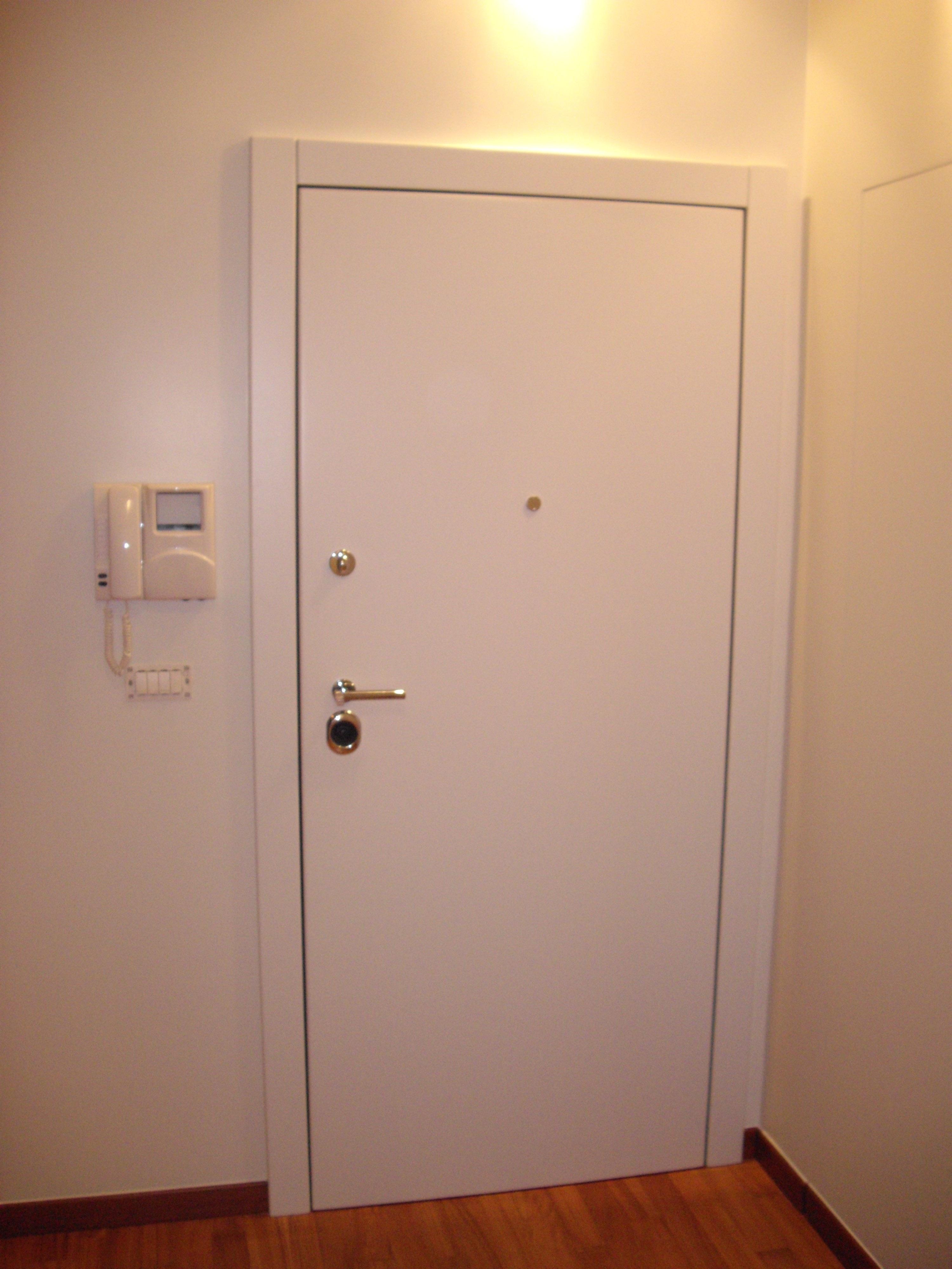Porte blindate raso muro generaltek for Porta a scomparsa